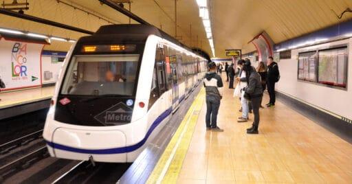 Tren de la serie 8000 del metro de Madrid en la estación de Legazpi de la línea 6. Foto: Miguel Bustos