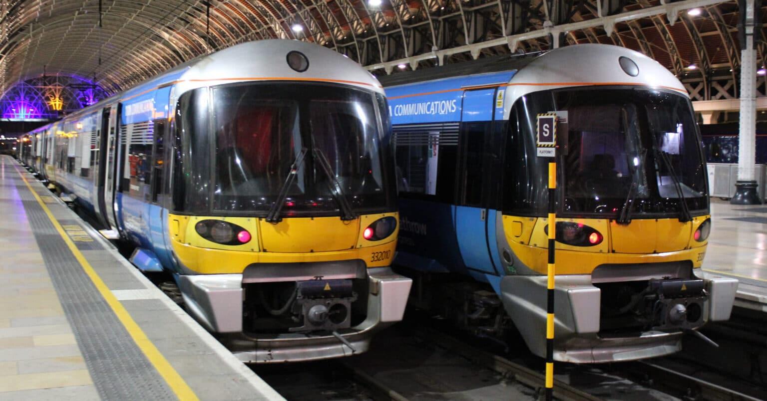 Dos composiciones de la serie 332 en la estación de Paddington. Foto: SavageKiera.