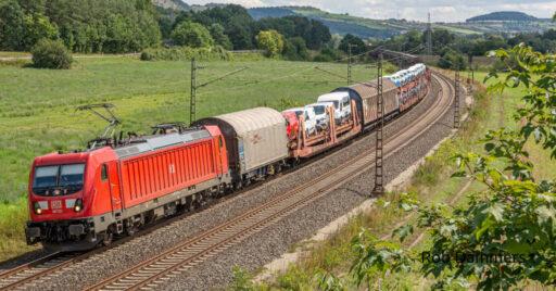 Tren de mercancías de la DB Cargo con una locomotora de la serie 187 en cabeza como la que se va a emplear en la prueba.