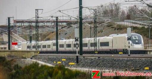 106-006 estacionado en la estación de Sanabria AV 02. © Grupo Tren Zamora