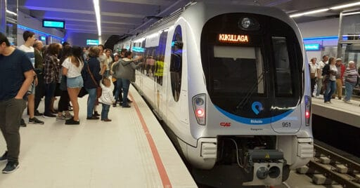 UT 950 en la estación de Casco Viejo. XABIER.
