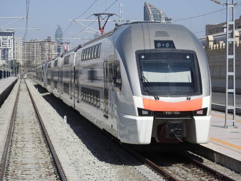 Stadler KISS de ADY (Azerbayán) en la estación de Baku. SHANKAR S.