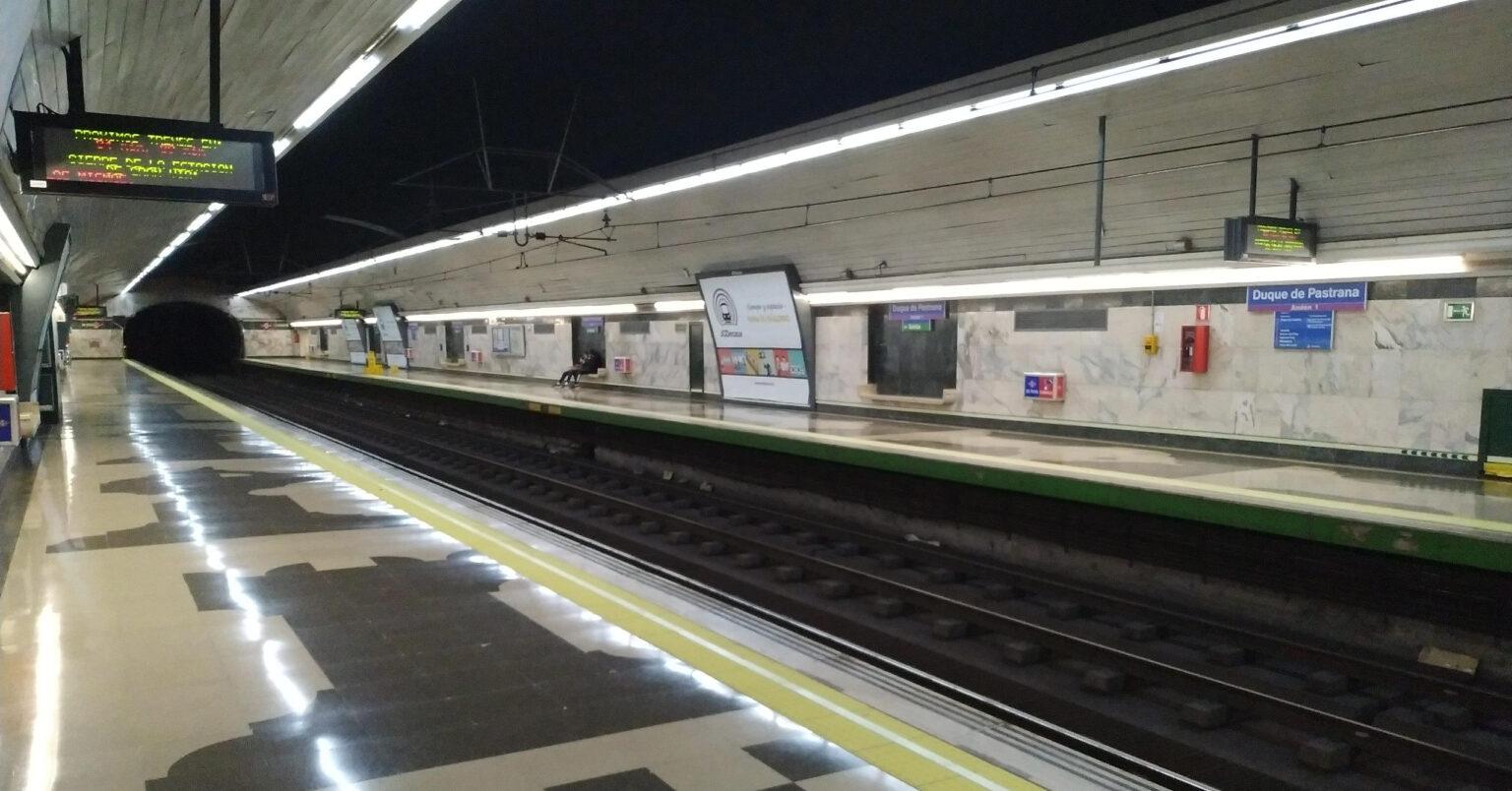 La estación Duque de Pastrana de la línea 9 del metro de Madrid antes del inicio de las obras de reforma. MIGUEL BUSTOS.