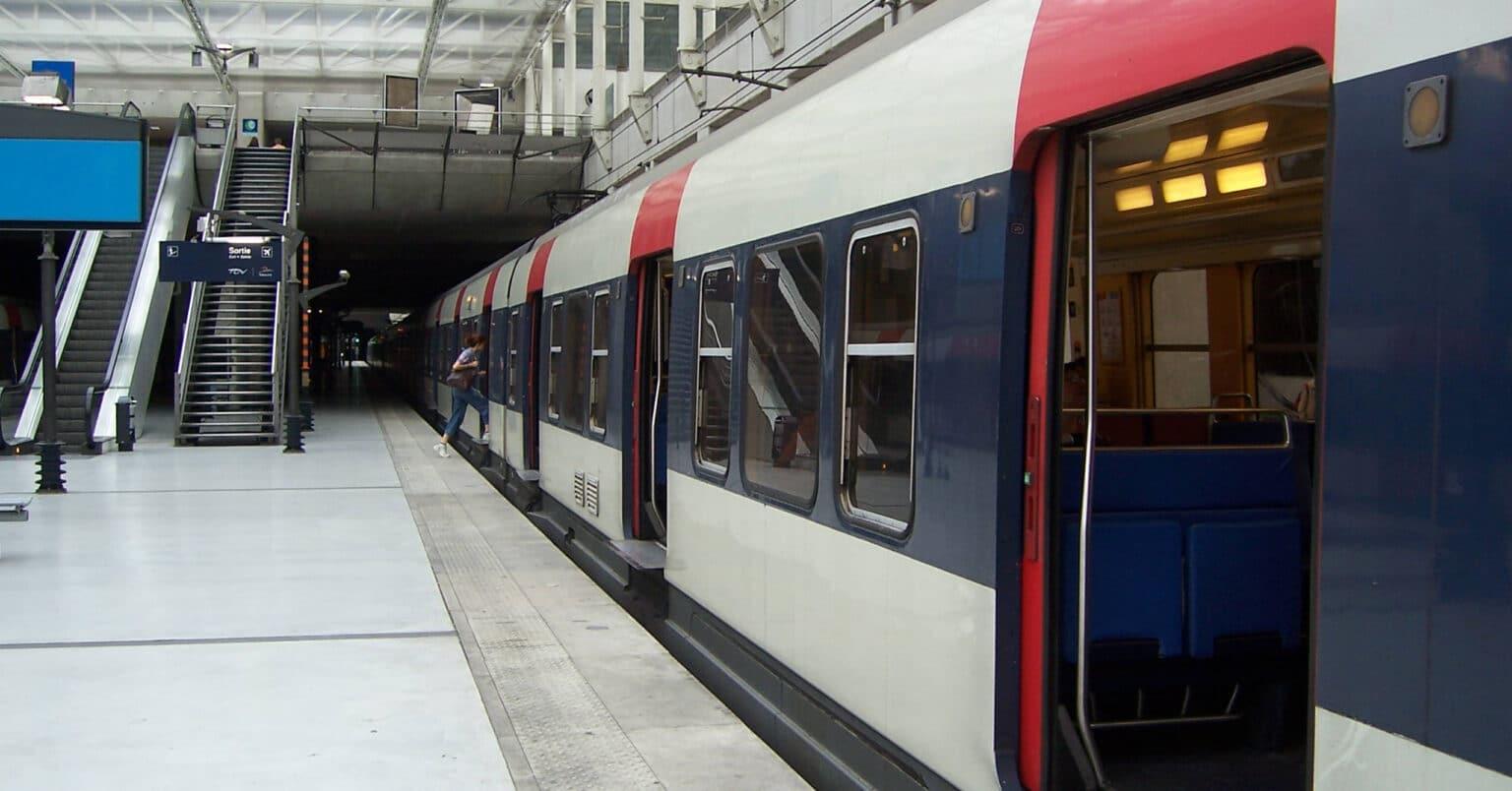 Tren de la línea B del RER de París en la estación del aeropuerto de Charles de Gaulle. HDANIEL.