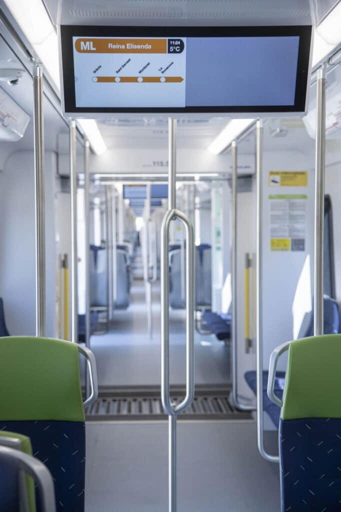 Pantallas informativas en el interior del tren