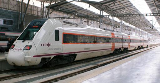 Tren de Media Distancia Sevilla-Málaga en la estación de Málaga. HUGH LLEWELYN.