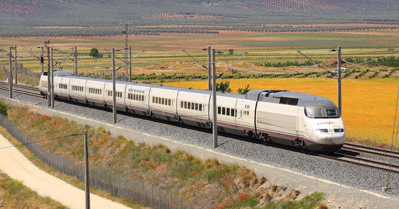 Tren de la serie 100 de Renfe AVE, uno de los que podrá llegar al aeropuerto de Barajas en 2025. FELIX_252.