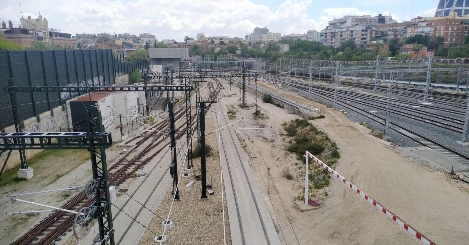 Vías de ancho UIC en la cabecera sur de Chamartín a la espera de la reconversión de las vías 14 y 15. MIGUEL BUSTOS.