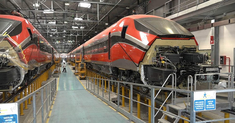 Los dos trenes de ILSA más avanzados, en la factoría de Hitachi en Pistoia. FRANCESCO ESTORAI via Ferrovie.info