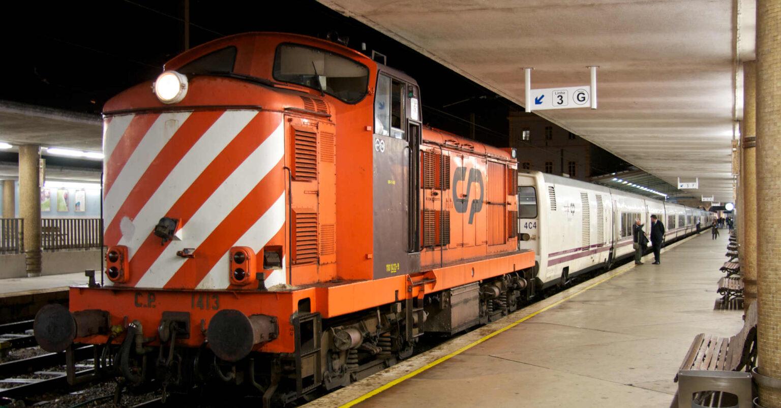 Talgo estacionado en Lisboa-Santa Apolonia con la locomotora 1413 en cabeza. NUNO MORÃO