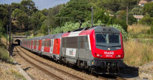 Tren de Thello Niza-Milán pasando por Saint-Cyr-sur-Mer. FLORIAN MAILLARD