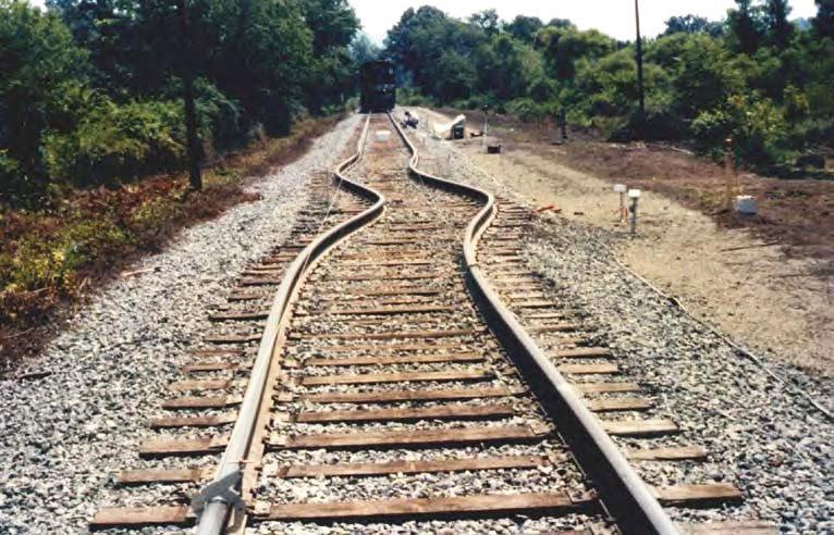 Ejemplo de una vía que ha sufrido un garrote o pandeo a causa del exceso de calor. US DEPARTMENT OF TRANSPORTATION.