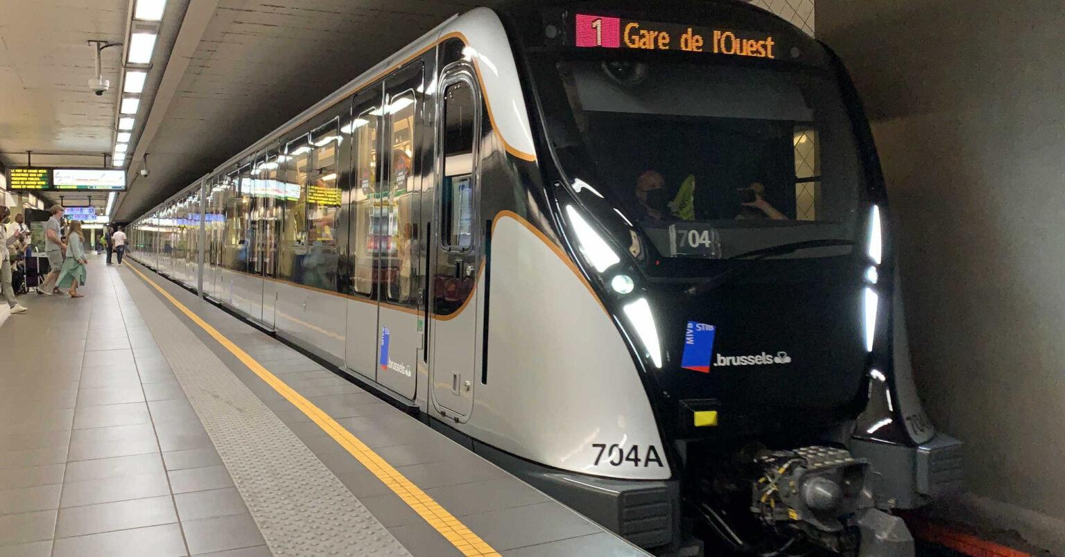 El primer tren de la serie M7 del metro de Bruselas en servicio en la línea 1. © STIB.