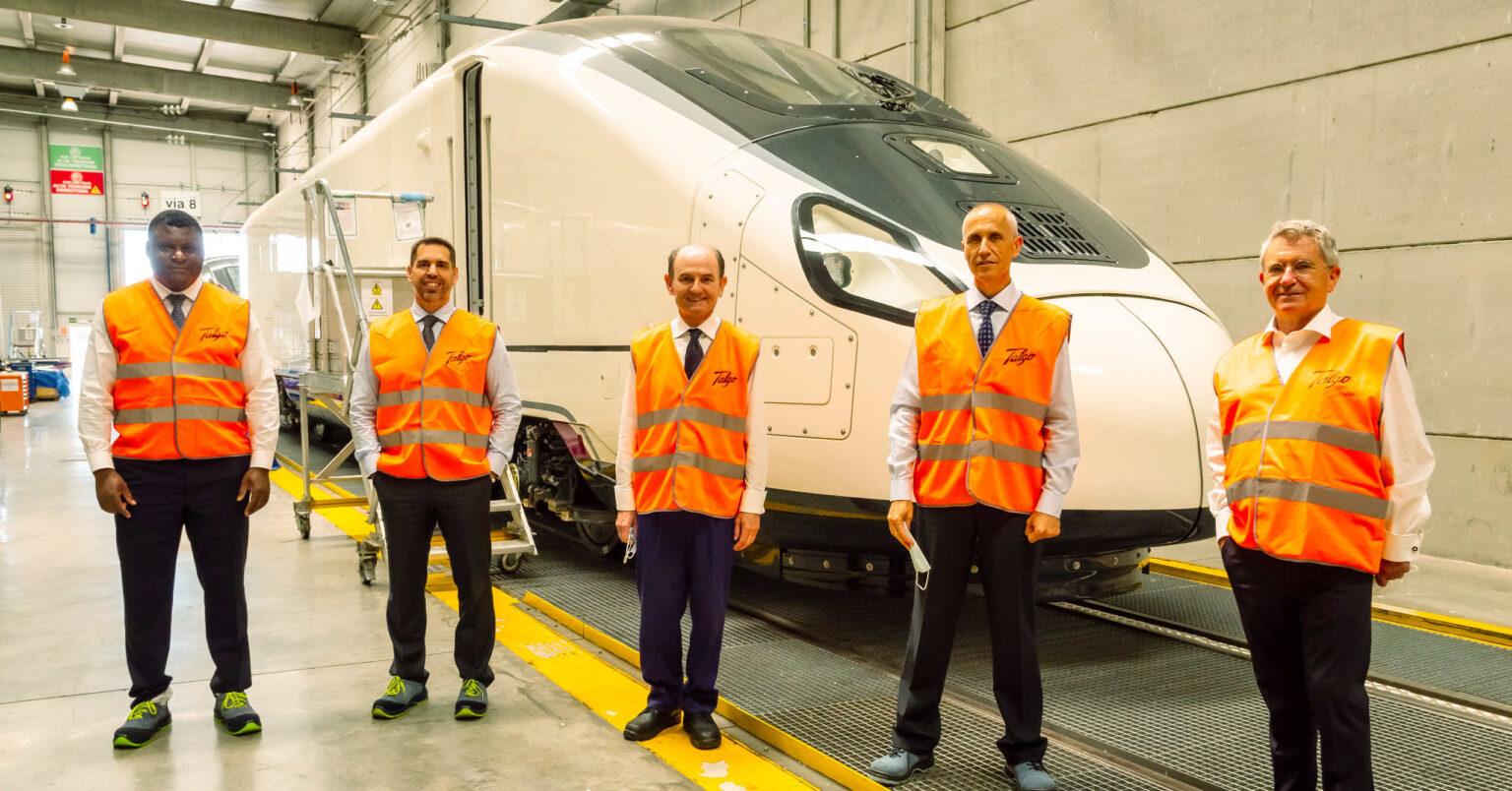 Responsables de Talgo, Repsol y Petronor durante la presentación del acuerdo para potenciar el tren de hidrógeno renovable.