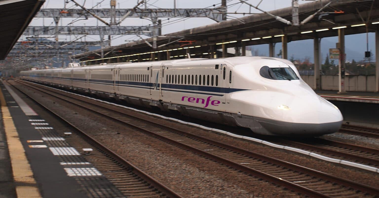 Tren de la seirie N700 de JR Central, como los que Renfe operará en el Texas Central entre Dallas y Houston. KHWS4V1.