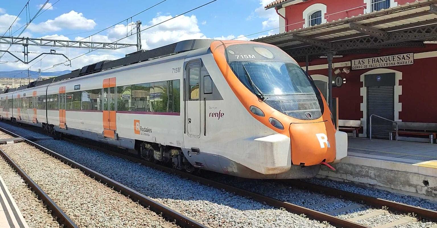 Unidad Civia de Renfe en la estacion Les Franqueses del Vallès destino Vic. La estación se verá afectada por la duplicación de vía entre Parets y La Garriga MIGUEL BUSTOS