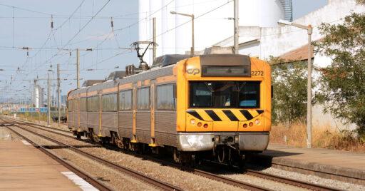 Unidad de la serie 2240 de CP, que podrá ser sustituida por los 117 trenes nuevos. NELSO SILVA.