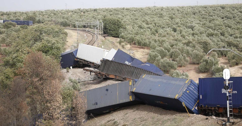 El tren de mercancías que unía La Negrilla y León tras el descarrilamiento en Montoro. AUTOR DESCONOCIDO.