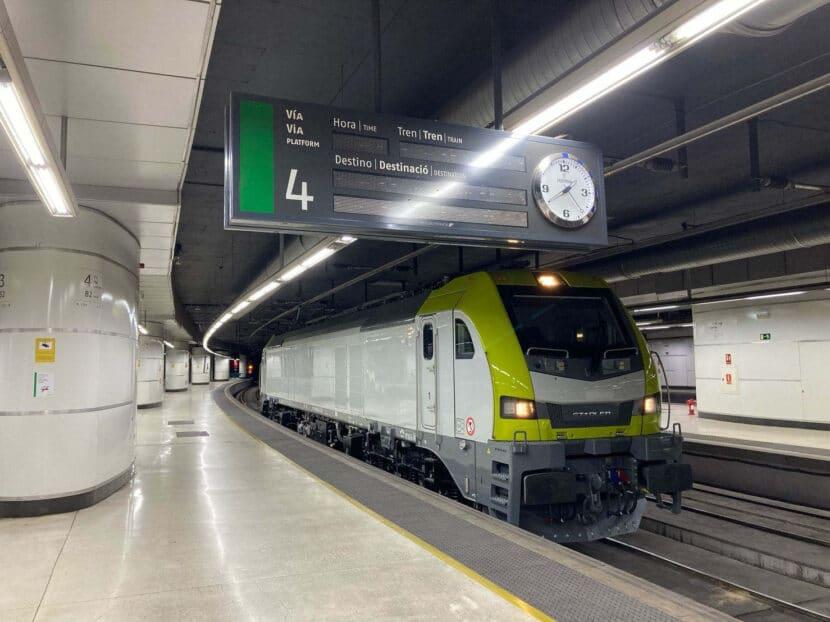 Locomotora Euro6000 de Stadler en Barcelona Sants durante su proceso de homologación. © ÁNGEL MOLINA CASADO.