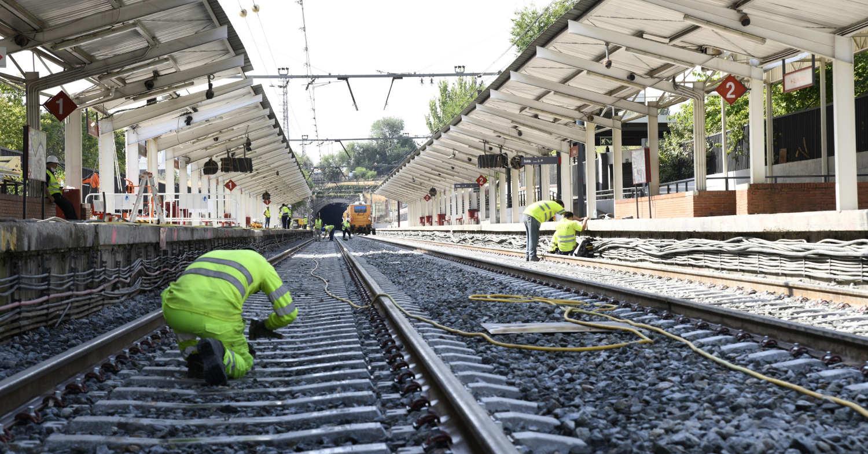 Últimos trabajos en la renovación de vía en la estación de Orcasitas. © ADIF