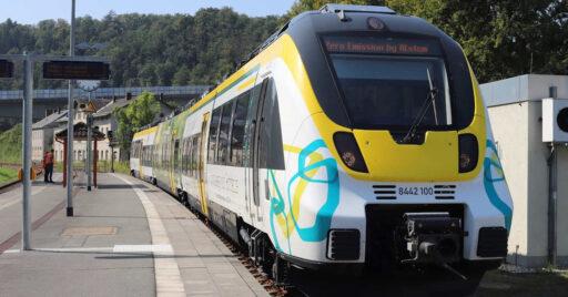 El primer prototipo de tren eléctrico con baterías de Alstom durante la presenación. © ALSTOM