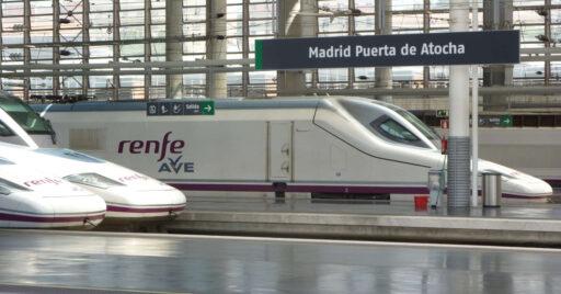 La estación de Puerta de Atocha contará con dos nuevas vías, la 16 y la 17, para reducir el impacto de las obras de la estación pasante. MIGUEL BUSTOS.