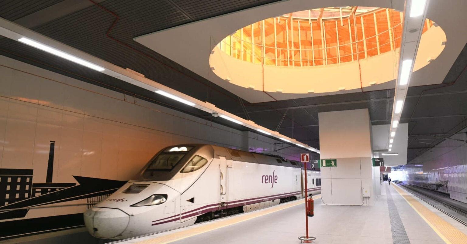 Tren Alvia de la serie 130 estacionado en la vía 9 de la nueva estación de León. © ADIF.